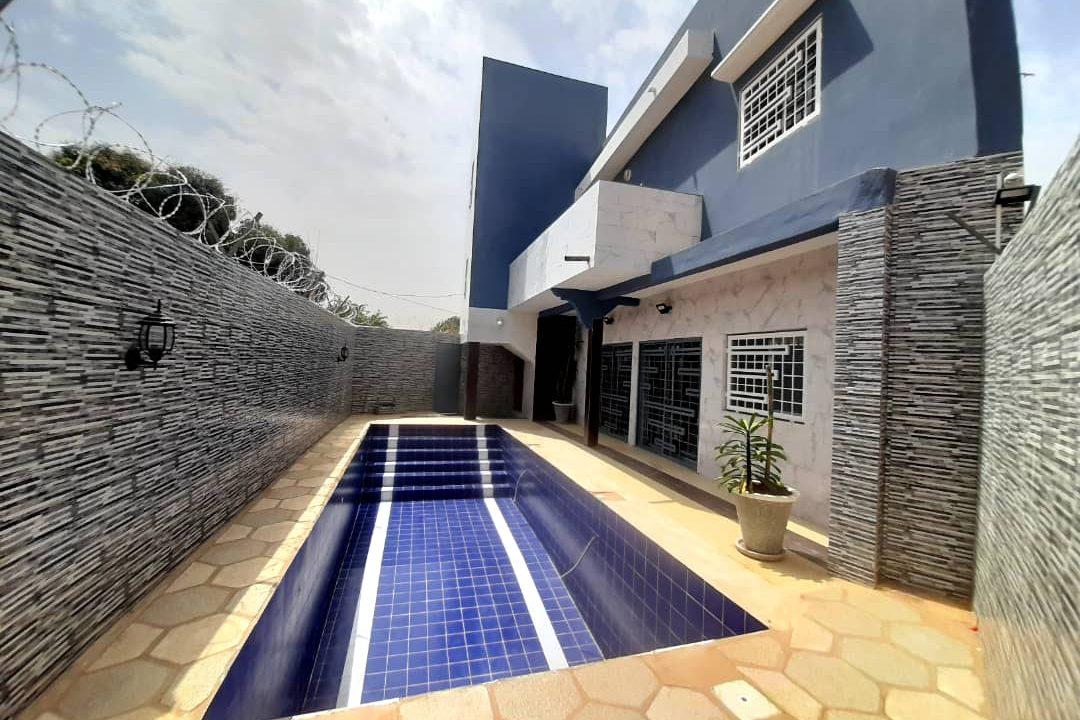maison neuve 7 chambres à vendre à thiés 1