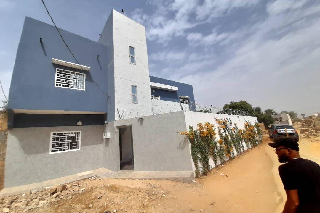 maison neuve 7 chambres à vendre à thiés 17