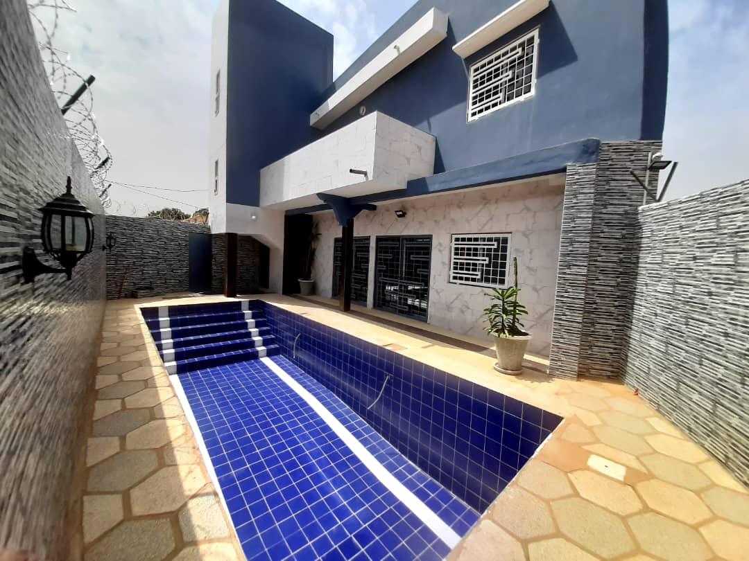 Villa neuve 5 chambres à thiès