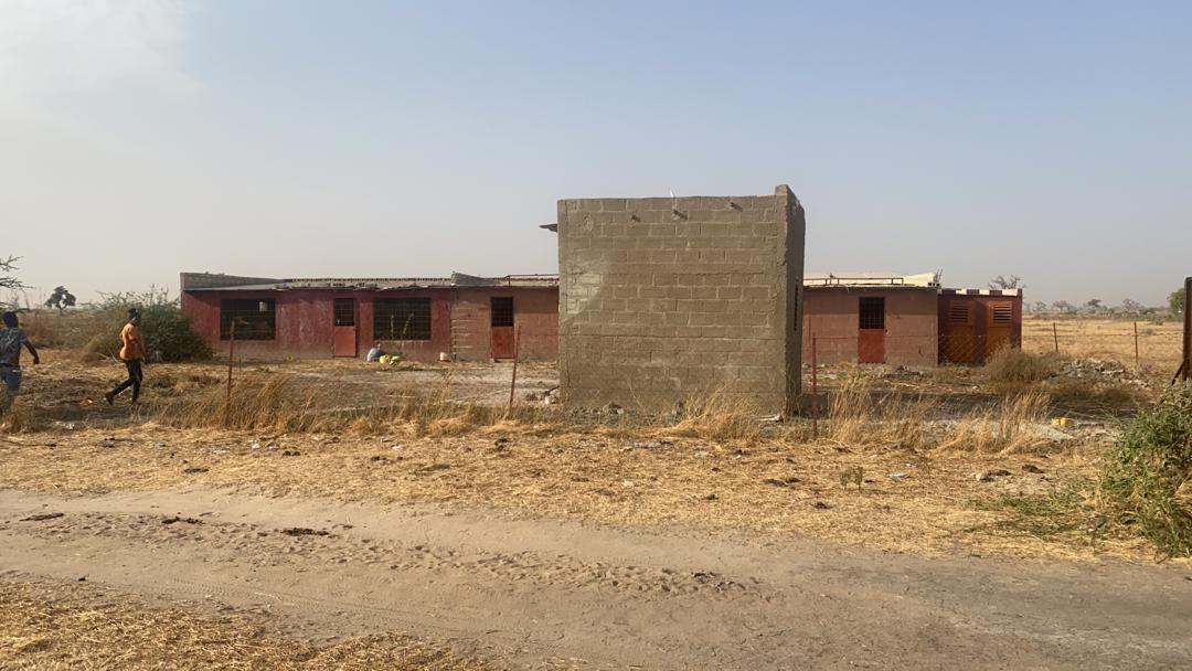 Terrain 1 ha 475 m2 à Mbodiène 4